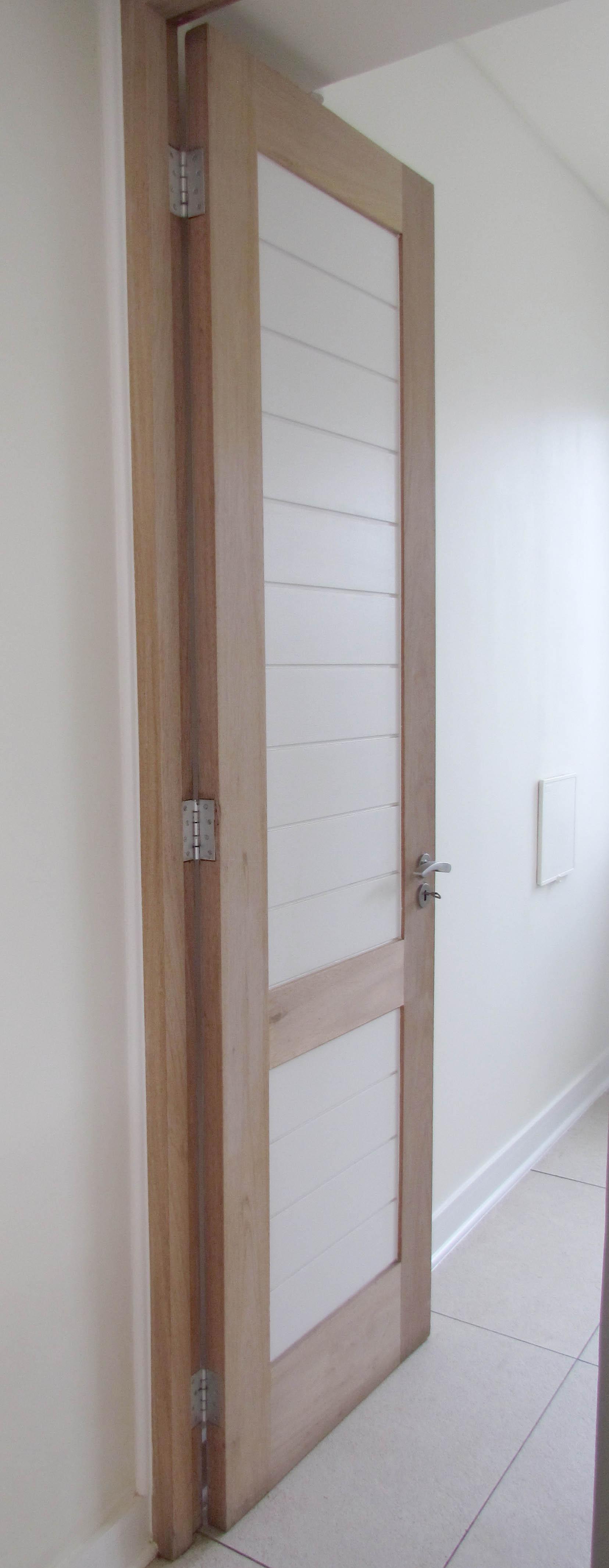 Solid wood interleading doors