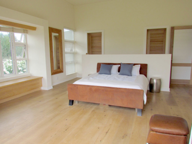 Oggie Wood Floor_MainBed